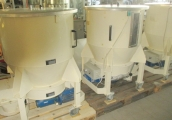 Stainless steel container with agitator - used